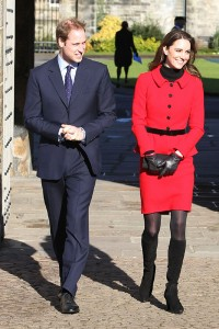 kate middleton in red moda styl gwiazd 200x300 Wizerunek Kate Middleton