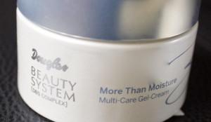 krem oczyszczający do twarzy douglas 300x174 Kosmetyki odpowiednie do zabiegów domowych